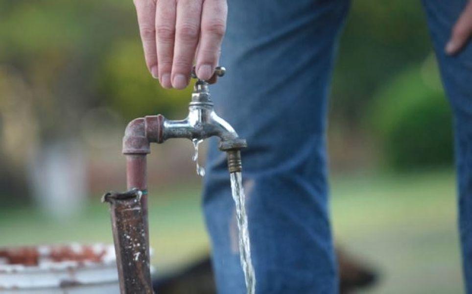 Según se indicó, en el bolsillo el incremento en la tarifa del agua iría desde los 40 a los 150 pesos.