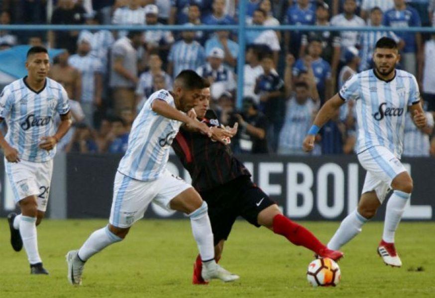 Atlético trasladó su mal momento a la Libertadores.
