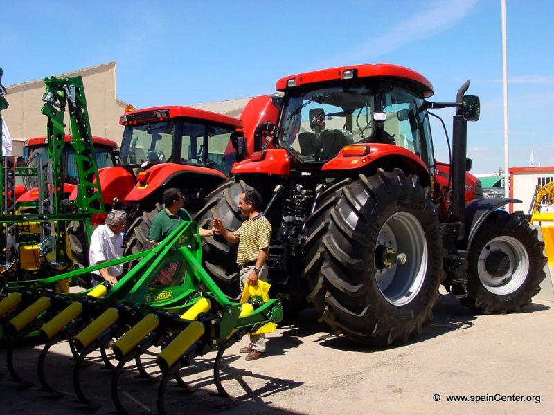 Los empresarios del campo están comprando más maquinaria.