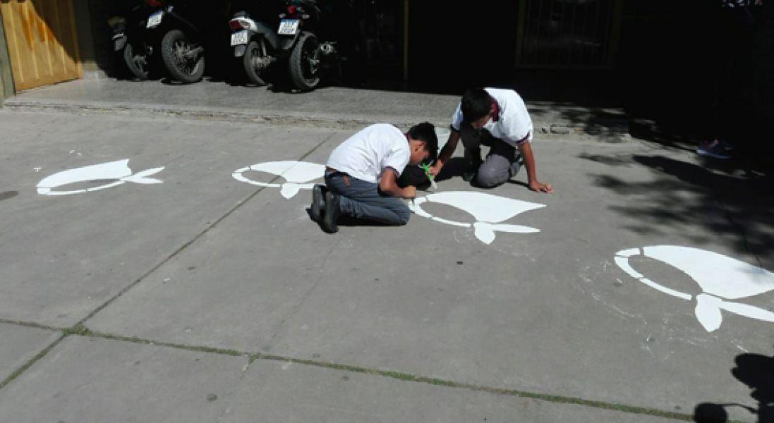 Los pañuelos habían sido pintados en el marco de una actividad que se coordinó con el área de educación artística.
