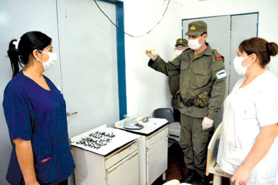 Gendarmería encontró 130 cápsulas de cocaína en el estómago de dos hombres.