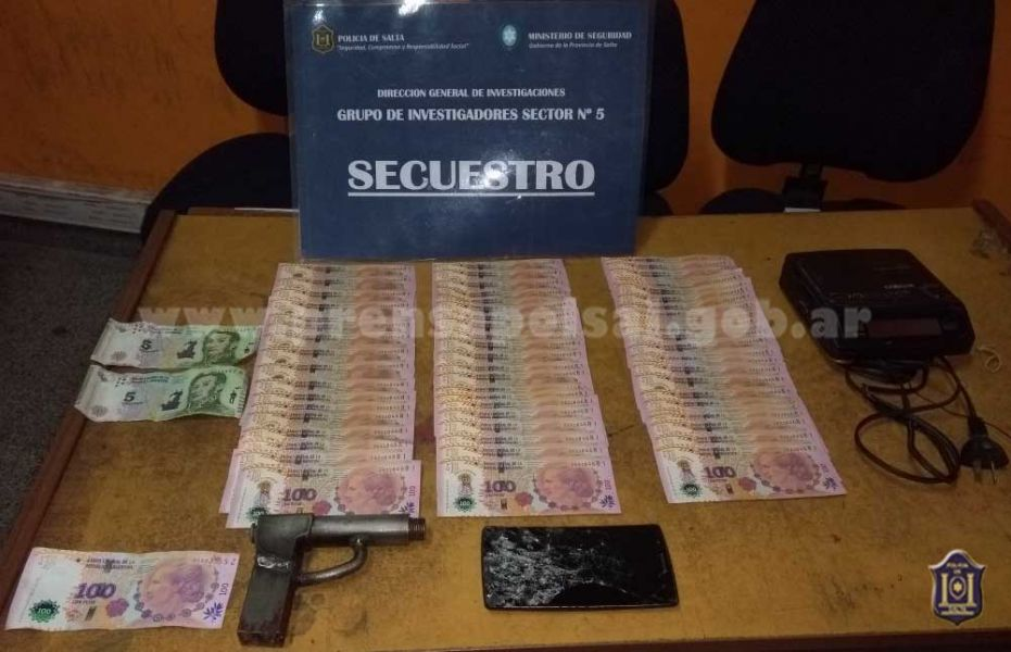 Al autor del asalto le secuestraron armas y dinero falso.