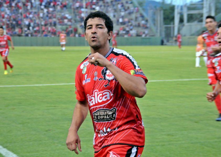 Fabricio Reyes, con los colores de Villa Primavera.