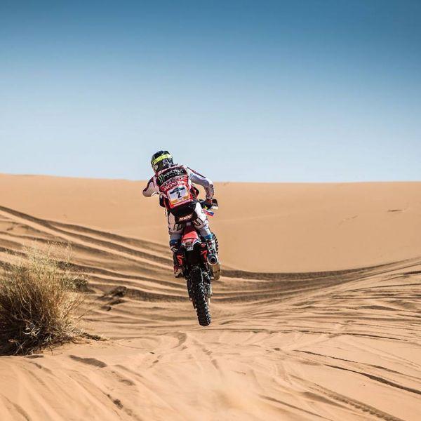 Kevin terminó quinto en la primera etapa del Merzouga Rally en Marruecos.