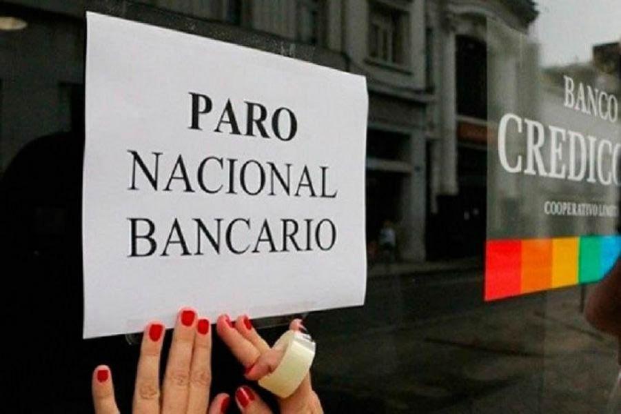 """""""Nos piden que nos hagamos cargo de la diferencia de la inflación, que se presume será por arriba del 20%"""", dijeron los bancarios."""