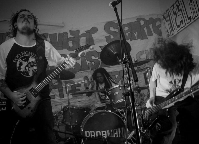 """La banda """"Padawan"""", está integrada por Juan Epifanio en voz y guitarra, Luciano Montalbetti en Bajo y Mauro Daniel Correa en batería."""