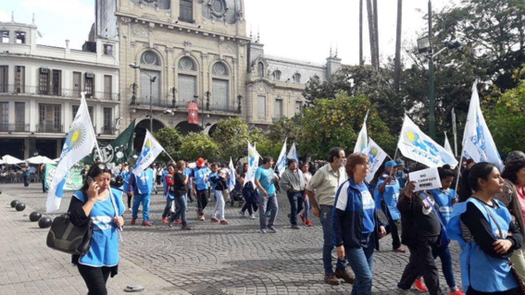 Los manifestantes de la Multisectorial en Lucha confluyeron en plaza 9 de Julio.