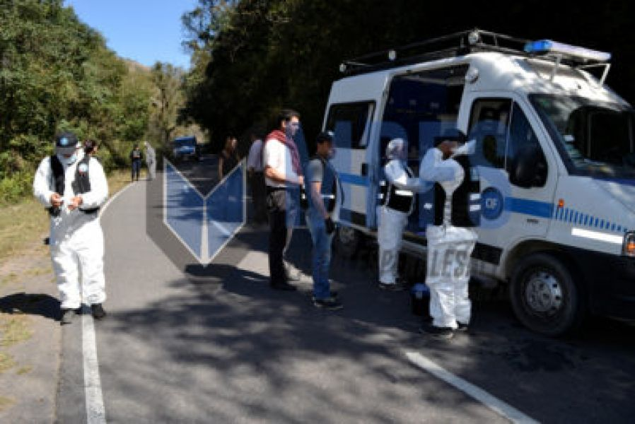 Personal del CIF trabajo en la ruta 9 de La Caldera, donde en agosto del año pasado fue hallado el cuerpo de Paola Álvarez.
