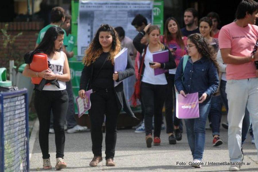 Universitarios del interior reclaman un albergue en la Capital salteña.