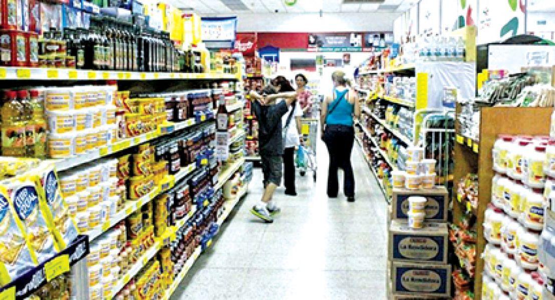 La ley en defensa de la competencia también se habilita a los consumidores que se vean afectados a iniciar acciones por daños y perjuicios.
