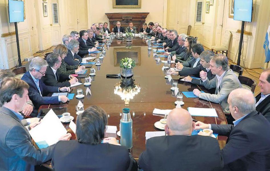 Mauricio Macri en la reunión de Gabinete ampliada en la Casa Rosada llamó a un acuerdo sobre cómo hacer el ajuste que pedirá el FMI.
