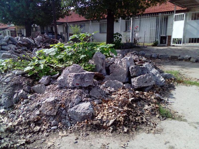 Los escombros están esparcidos en toda la calle San Pablo.
