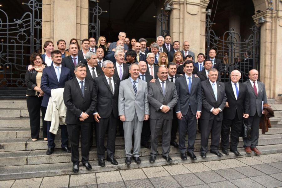 Los gobernadores en Tucumán durante la apertura del Plenario de la Zona de Integración Centro Oeste de América del Sur (Zicosur).