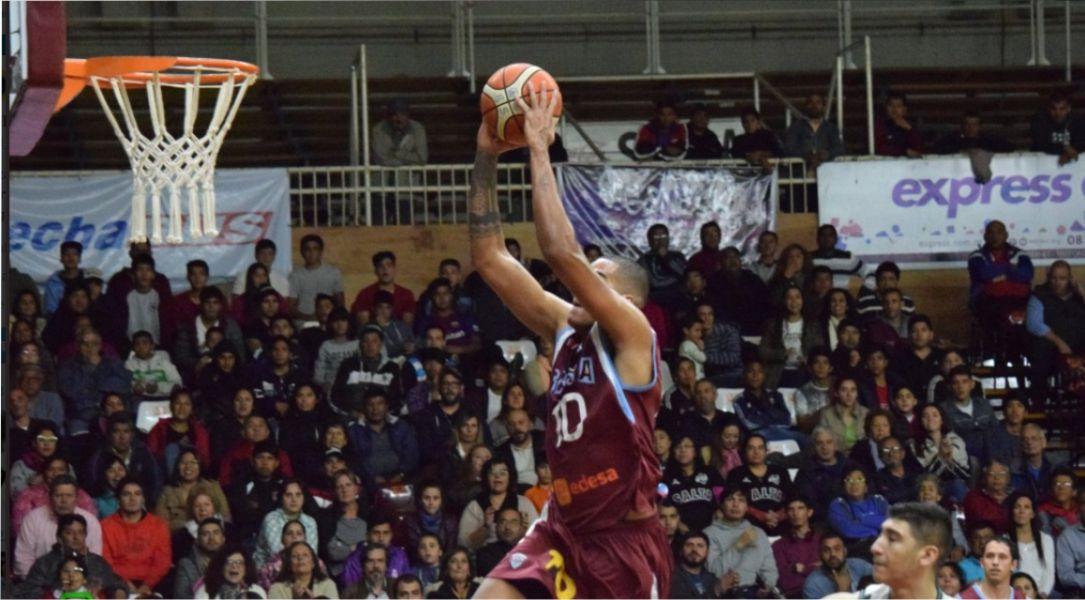 Pablo Espinoza se apresta a marcar. Gran noche de Salta Basket. Foto Gentileza Realidad Deportiva