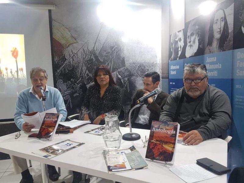 Acto de presentación de la III Antología Regional del Noroeste Argentino en la 44º Feria Internacional del Libro de Buenos Aires.