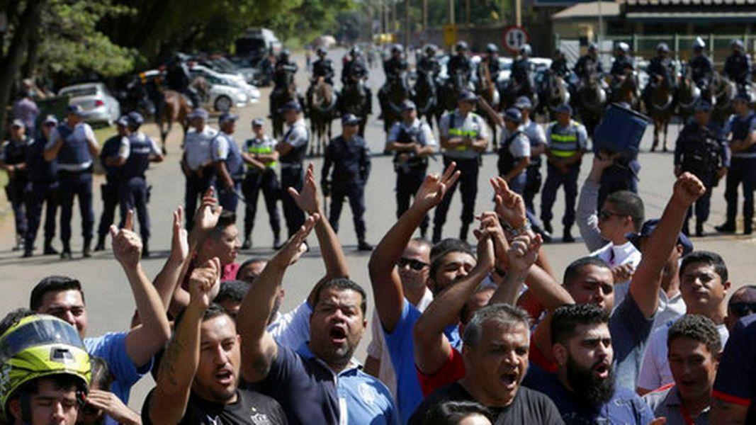 El conflicto con los camioneros brasileños entró en su quinto día de protestas contra el aumento de los precios del diésel.