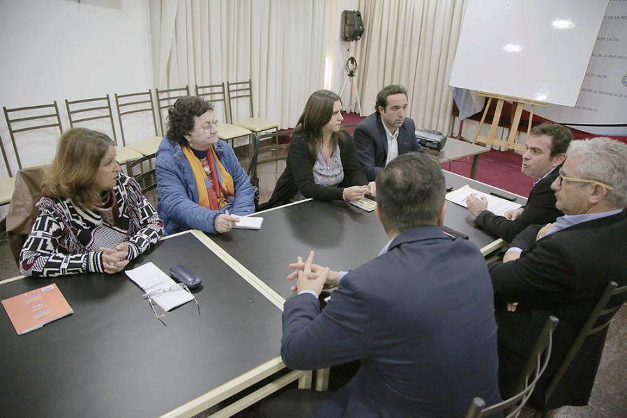 Organismos de DDHH con funcionarios nacionales en el plenario del Consejo Federal de Derechos Humanos que se realizó en Salta esta semana.