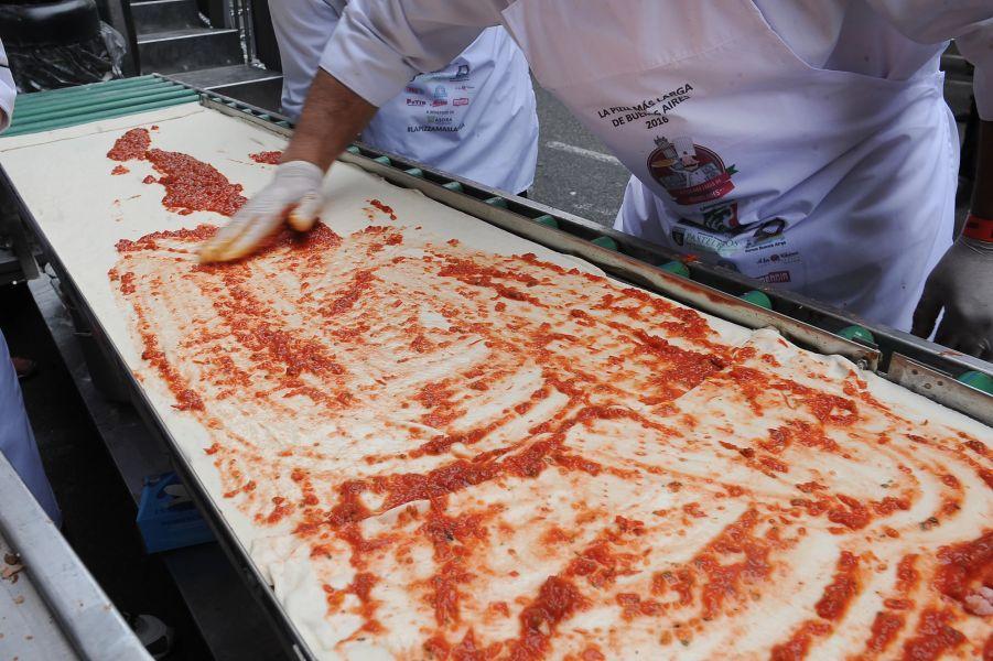 El año anterior en el Monumento a Guemes se logró la pizza más larga de la Argentina. Este año se realiza en el Parque San Martín.