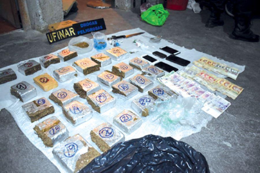 La cocaína estaba escondida en la camioneta ocupada por tres ciudadanos bolivianos.