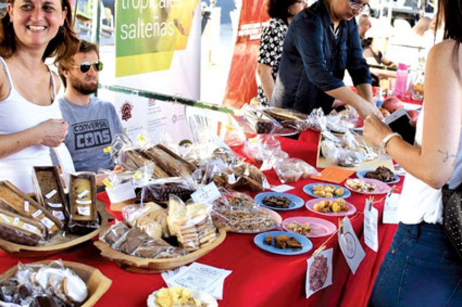 """En el marco de la actividad gastrónómica  """"La ciudad disfruta"""", este domingo habrá clases de cocina, charlas saludables, música y feria de artesanos."""