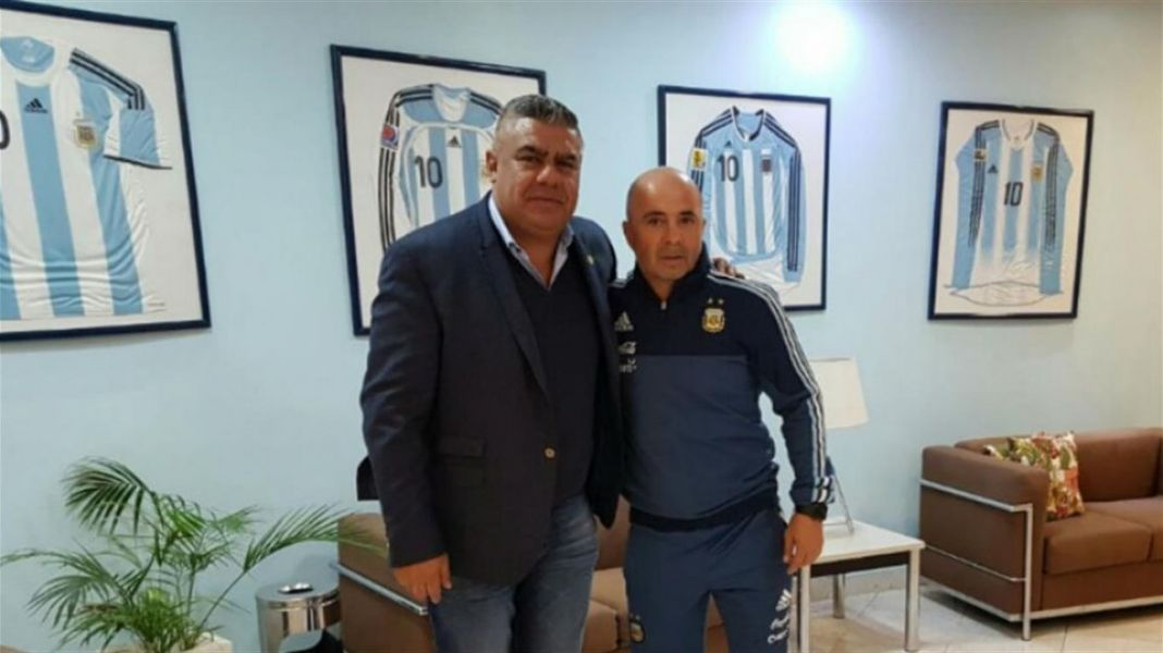 Claudio Tapia, presidente de la AFA, defendió y respaldó a Jorge Sampaoli.