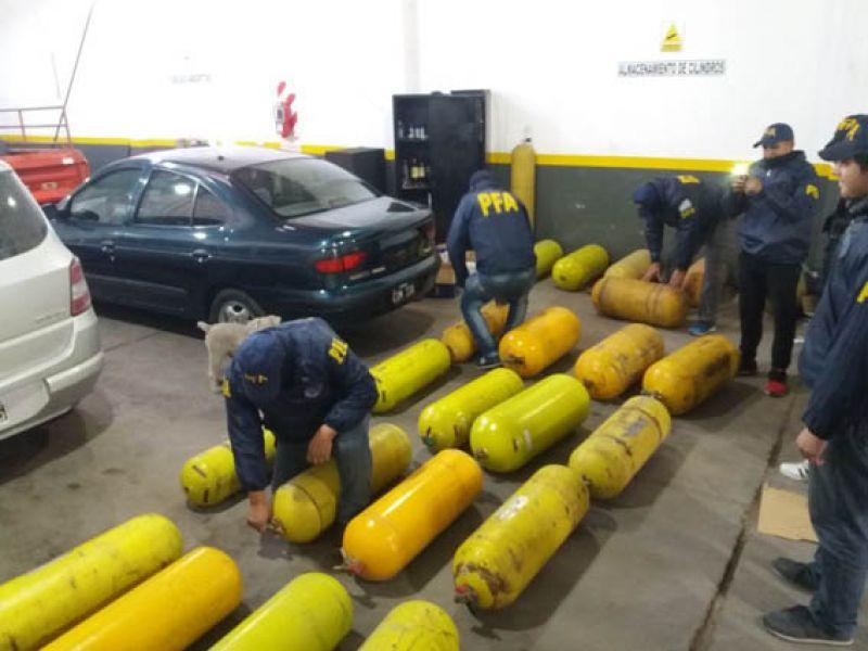 El procedimiento logró incautar droga que estaba escondida en un tanque de GNC.