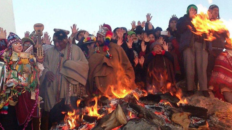El Inti Raymi es celebrado por los collas paganos de Bolivia y Perú, representantes de la cultura Aymara.