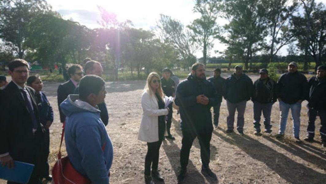 la jueza de Garantías N° 8, Claudia Puertas fue ayer hasta el San Isidro para mediar en el retiro pacífico de los trabajadores de las instalaciones.