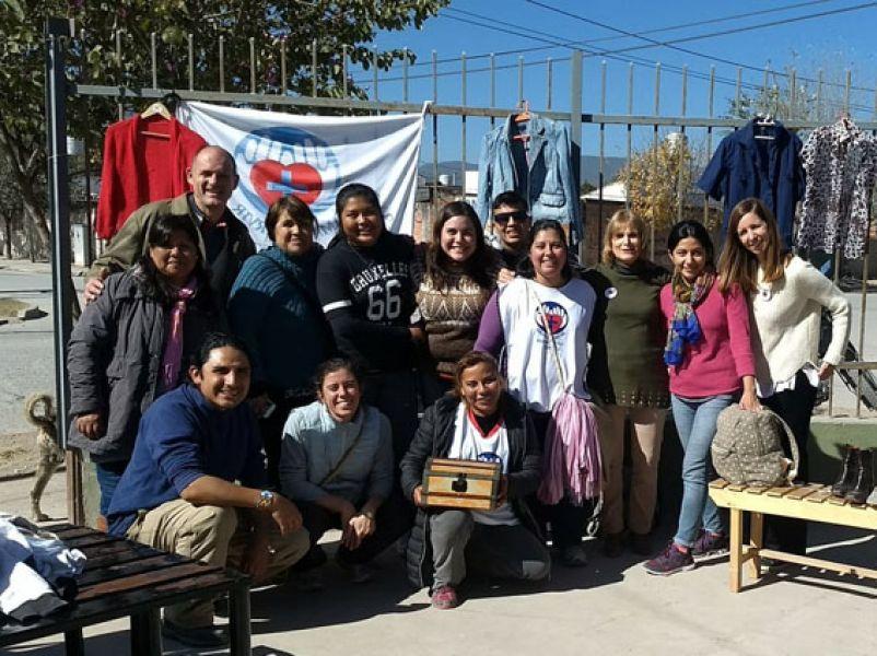 """Integrantes de """"Manos abiertas"""", organizadores de la campaña solidaria para barrios carenciados de la zona Sur de la capital."""