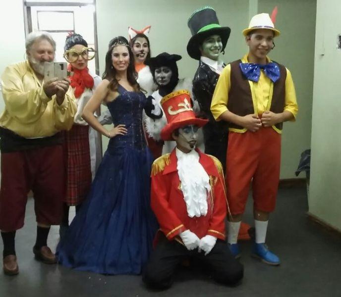 """El elenco de """"Pinocho, la historia de un deseo que se cumple"""", una de las propuestas infantiles en el ciclo del Cine Teatro Florida."""