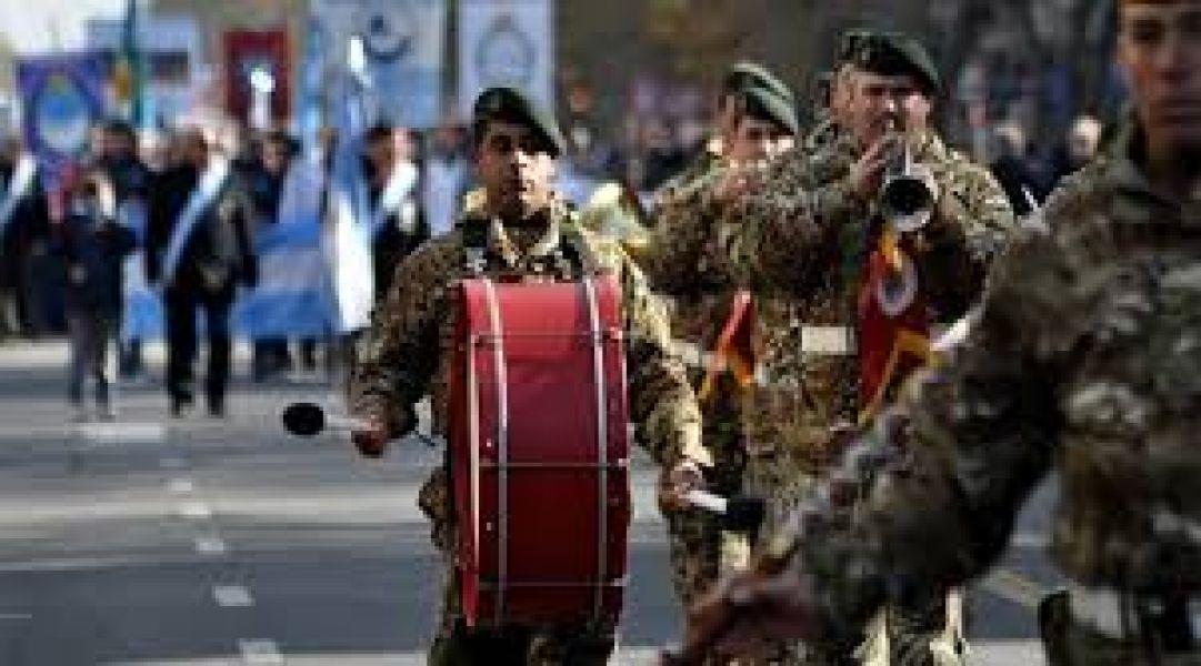 Macri vendrá a Tucumán para un acto y desfile reducido. La Fuerzas Armadas por sus salarios analizan la posibilidad de recurrir a la Justicia.