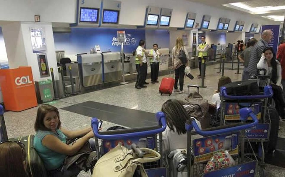 Gremios sostienen que Guillermo Dietrich, ministro de Transporte de la Nación, viene cumpliendo a rajatabla los pedidos de las compañías Low Cost.