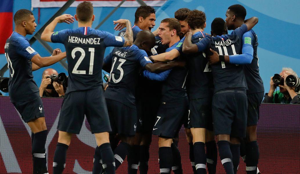 Francia festeja su clasificación por tercera vez a una final Mundial
