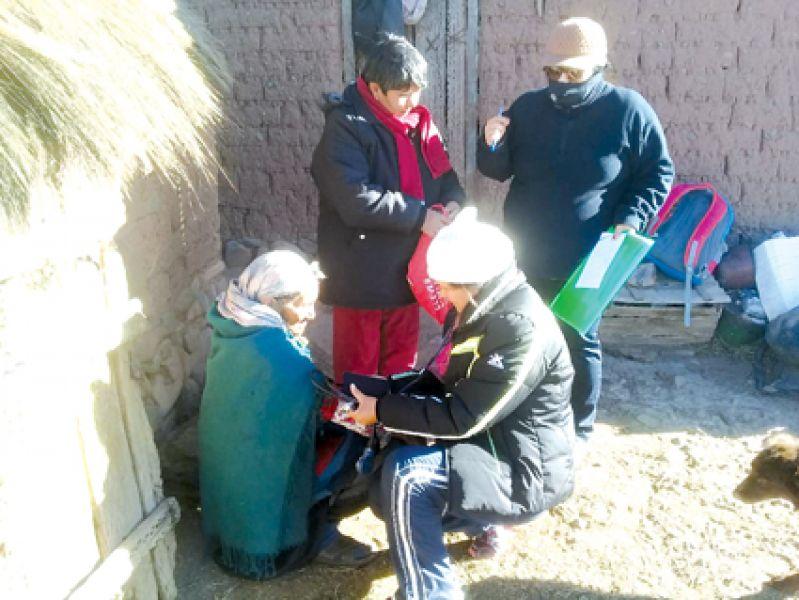 Los equipos médicos del Ministerio de Salud de la provincia recorren parajes aislados de la provincia.