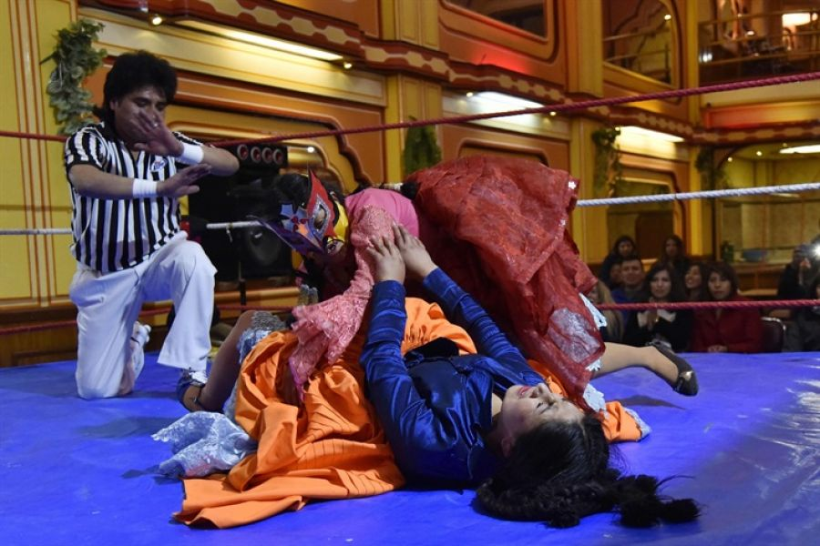 """""""Nelly La Pankarita"""" (Nelly La pequeña flor en idioma aimara) (arriba) y Wara Fuente: AFP - Crédito: Aizar Raldes"""