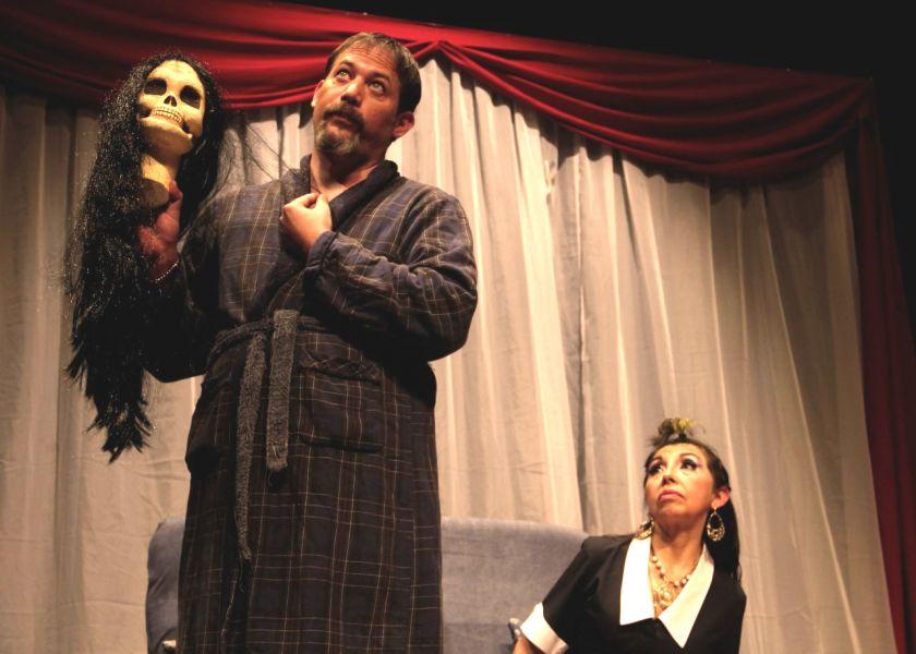 """Los actores localesAna María Rodríguez y Pablo Andrada son Guillermo y Rogelia en la comedia """"Sedúceme Shakespeare""""."""