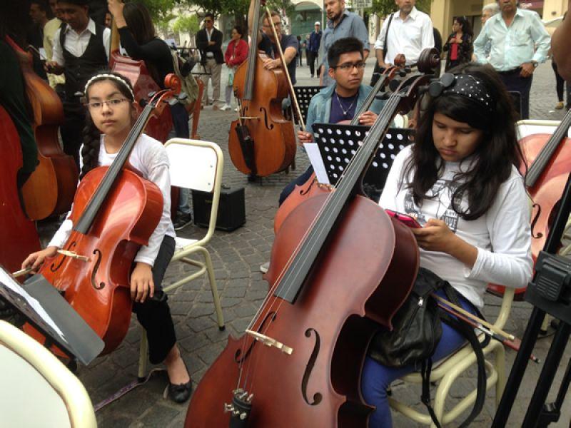 Unos 130 jóvenes de Salta, Jujuy y Bolivia  en el primer Encuentro Regional de Orquestas Juveniles en el Centro de Convenciones de Salta.