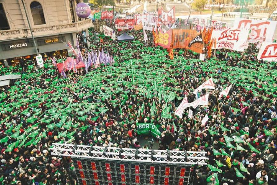 """La """"Marea Verde"""", en su jornada más esperada frente al Congreso de Buenos Aires."""