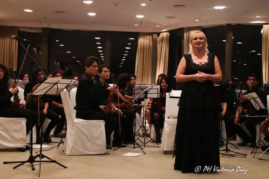 La Camerata Stradivarijunto a uno de sus directores Inga Iordanishvili.