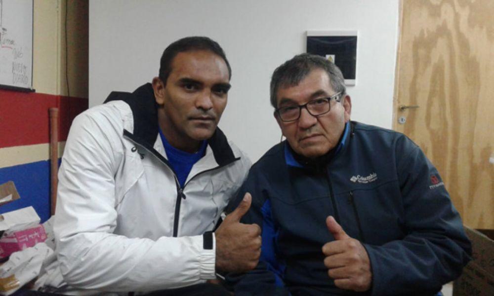 """Javier """"La Cobra"""" Mamaní junto al profe Carlos Flores."""