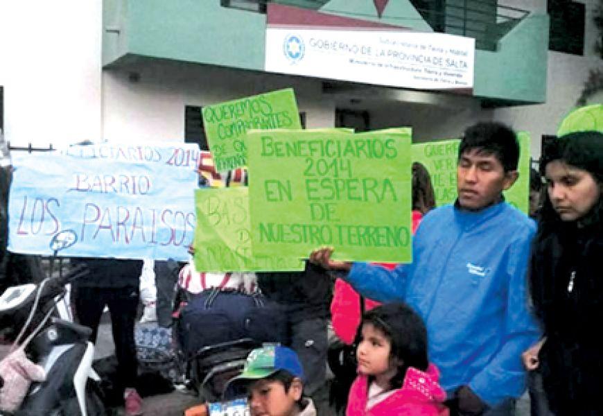 Familias de barrio Los Paraísos vienen hace años realizando reclamos ante la incertidumbre sobre la entrega de sus terrenos.