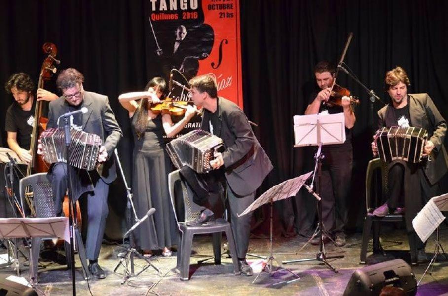 """""""Los Herederos del compás"""", son enamorados del tango decidieron conformar la orquesta en honor a las piezas tradicionales que D`Arienzo."""