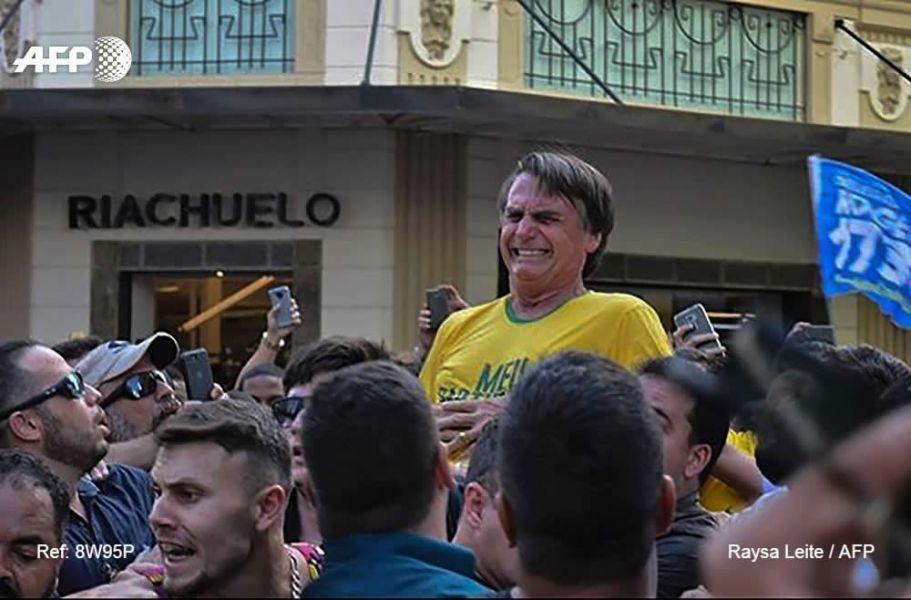 Después del ataque a Bolsonaro, que fue registrado en varios videos, el agresor fue reducido y detenido por las autoridades.