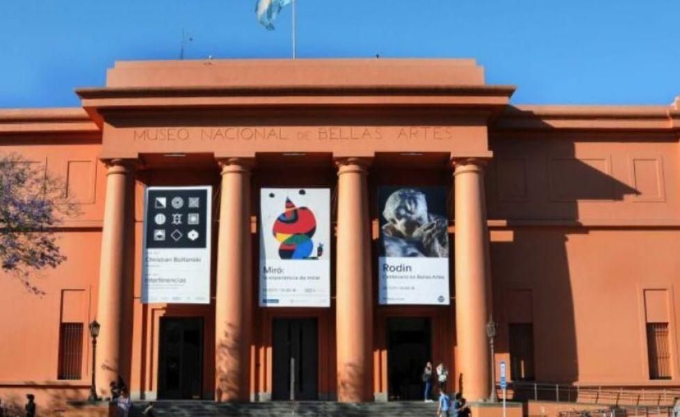 """Trabajadoras del MNBA y de otros museos realizarán una asamblea en las escalinatas del edificio, bajo el lema """"la cultura no se achica""""."""