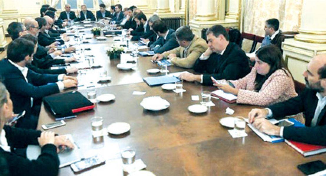 Las conversaciones entre Nación y provincias se pueden trabar en cómo se hará el ajuste de las cuentas fiscales.