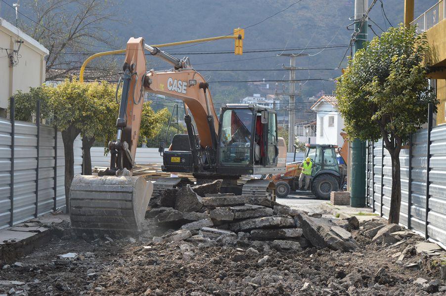 Por los trabajos, desde hace unos días se registra el corte de calle sobre España, entre Las Heras y Juramento.