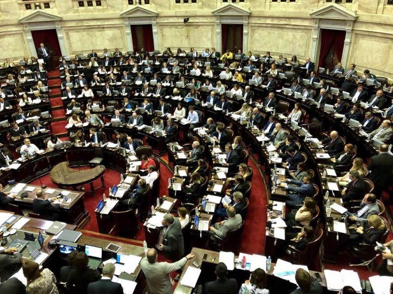 La oposición buscará invalidar en el recinto el polémico decreto, a dos días de la presentación del Presupuesto 2019.