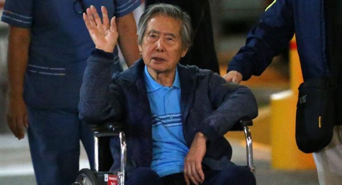 El juez dictó orden de captura contra el ex mandatario Alberto Fujimori, de 80 años.