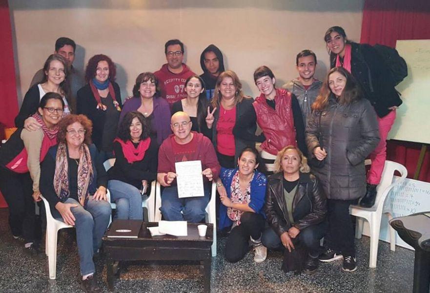"""Bajo la consigna """"El Teatro en Alerta"""", la comunidad teatral independiente de Salta se autoconvoca para luchar contra los recortes en el sector."""