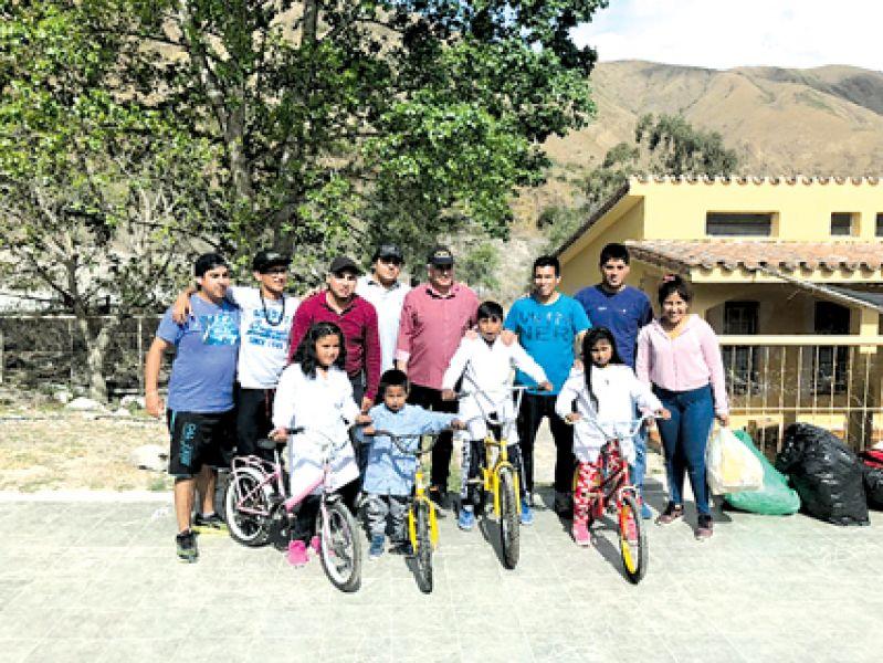 Mediante un trabajo ad honorem, un grupo de alumnos acondicionó una escuelita del paraje El Mollar en el departamento de Rosario de Lerma.